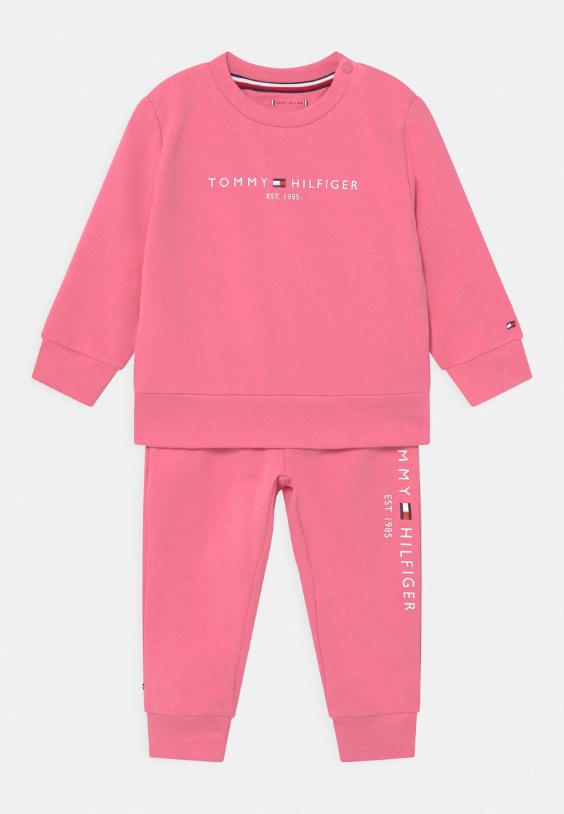 Tommy Hilfiger - BABY ESSENTIAL SET  - Survêtement - exotic pink