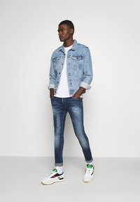 Alessandro Zavetti - RIMNI CARROT - Jeans Tapered Fit - blue wash - 1
