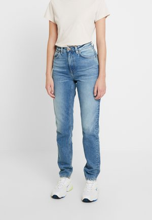 BREEZY BRITT - Jeansy Relaxed Fit - worn stone