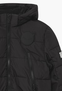 SuperRebel - SUSTAINABLE BASIC SHINY BOYS  - Snowboardová bunda - black