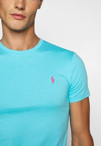 Polo Ralph Lauren - CUSTOM SLIM FIT JERSEY CREWNECK T-SHIRT - Basic T-shirt - french turquoise - 5