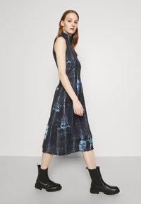 Never Fully Dressed - Denní šaty - navy - 4