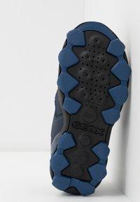 Geox - BULLER BOY  - Zapatos con cierre adhesivo - navy/grey - 5