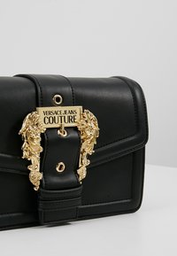Versace Jeans Couture - BELT BUCKLE BAG PLAIN - Schoudertas - nero - 6