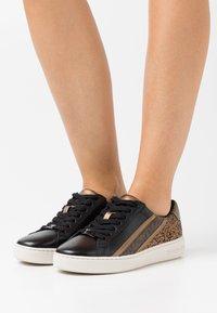 MICHAEL Michael Kors - SLADE LACE UP - Sneakers basse - black/bronze - 0