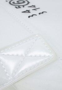 MM6 Maison Margiela - BORSA MANO - Tote bag - trasparent - 4