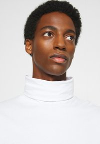 Solid - TED ROLLNECK - Long sleeved top - white - 4