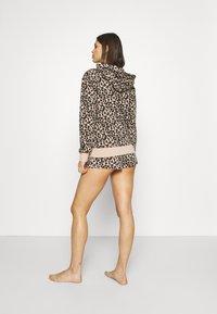 Calvin Klein Underwear - ONE GLISTEN SLEEP SHORT HOT PANTS - Pyjamahousut/-shortsit - honey almond - 2
