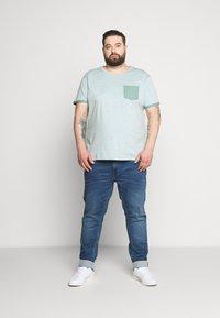 URBN SAINT - TEE - T-shirt basic - duck green - 1
