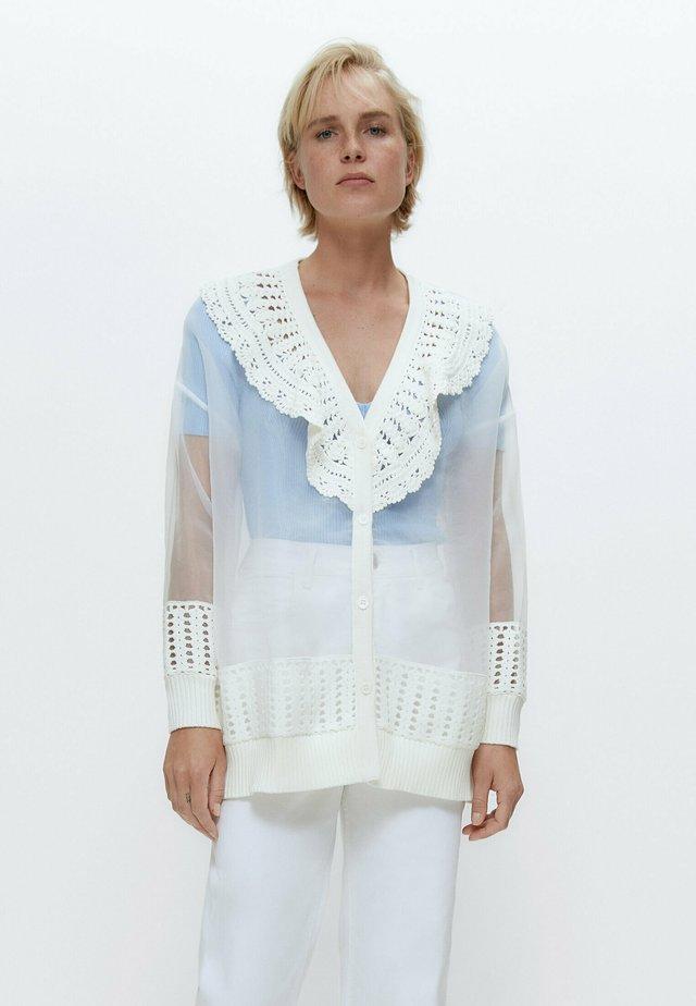 MIT HÄKELEI UND ORGANZA - Vest - white