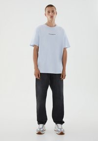 PULL&BEAR - T-shirt med print - blue - 3