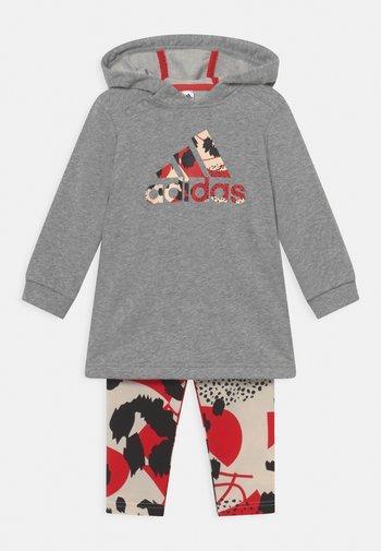 DRESS SET - Leggings - medium grey heather/vivid red/white/black