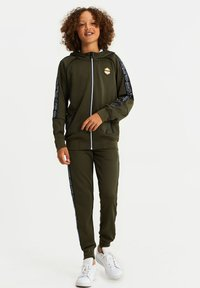 WE Fashion - Tracksuit bottoms - army green - 1