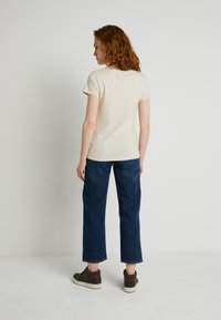 Levi's® - WELLTHREAD PERFECT TEE - T-paita - sand cotton - 2