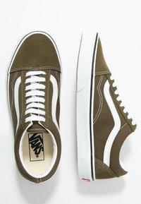 Vans - OLD SKOOL - Sneakersy niskie - beech/true white - 1