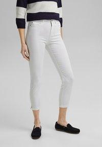 Esprit - MR CAPRI - Pantaloni - white - 4