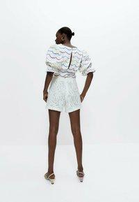 Uterqüe - Shorts - white - 2