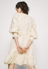 Selected Femme - SLFDANIELA DRESS - Cocktailklänning - sandshell - 3