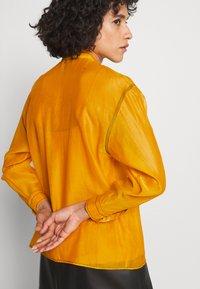 Tory Burch - RUFFLE FRONT BLOUSE - Long sleeved top - saffron gold - 4