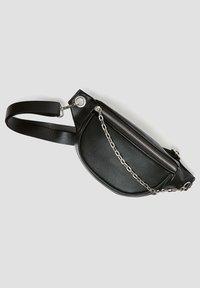 PULL&BEAR - MIT KETTENDETAIL - Bum bag - black - 2