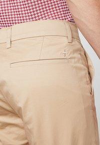 Cross Sportswear - SLENDER - Chinosy - deep birch - 3
