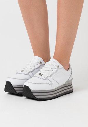 GLITTER FLATFORM  - Sneakersy niskie - white