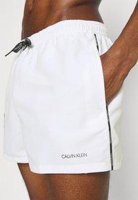 Calvin Klein Swimwear - LOGO TIES RUNNER PACKABLE - Badeshorts - white - 4