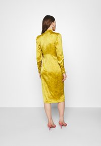 Who What Wear - DRAPED BOW MIDI DRESS - Cocktail dress / Party dress - mustard - 2