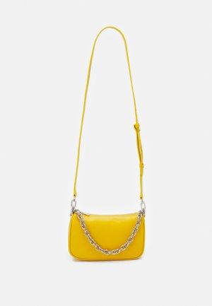 MOON SHOULDER BAG - Käsilaukku - polline