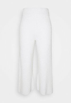 SUNNY WIDE LEG PANT - Kangashousut - white