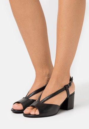 WOMS - Sandaalit nilkkaremmillä - black