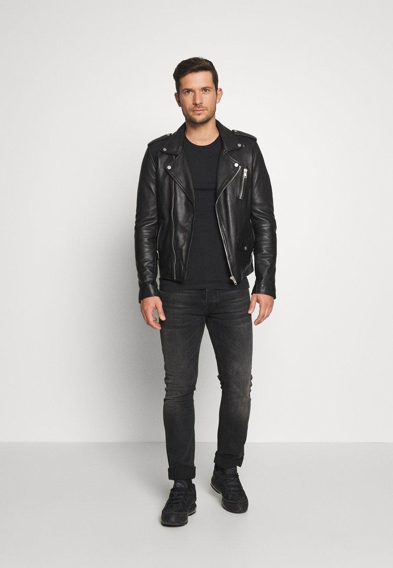 Pier One - 2 PACK - Jednoduché triko - black