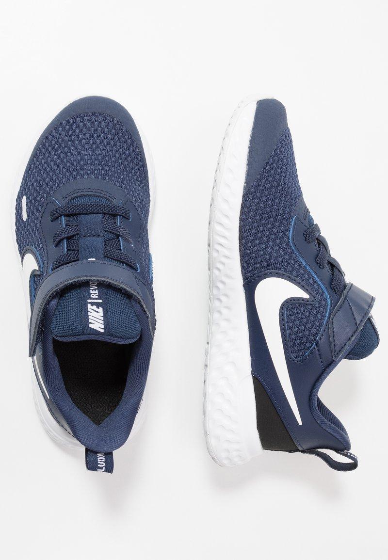 Nike Performance - REVOLUTION 5 UNISEX - Neutrální běžecké boty - midnight navy/white/black