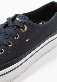 Tommy Hilfiger - CORPORATE FLATFORM SNEAKER - Trainers - midnight - 2