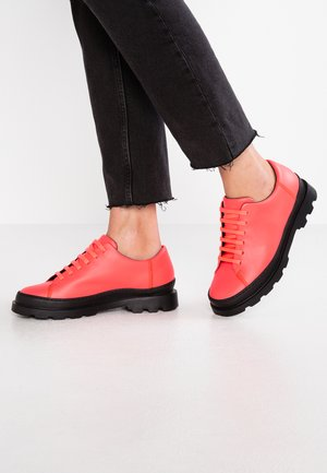BRUTUS - Zapatos con cordones - bright pink