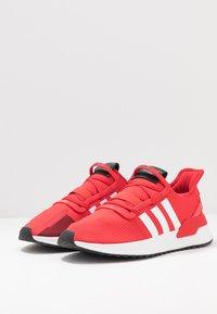 adidas Originals - PATH RUN - Joggesko - scarlet/footwear white/shock red - 2