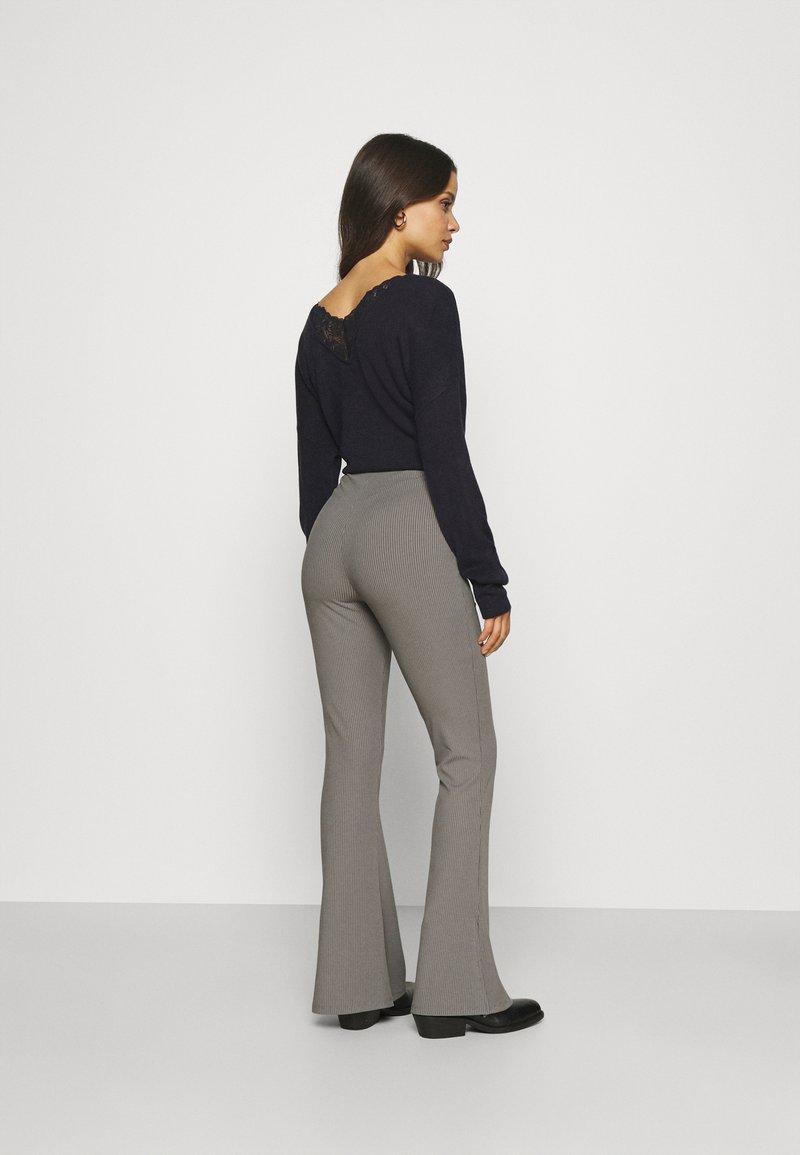 Missguided Petite - SPLIT HEM FLARE - Bukse - dark grey