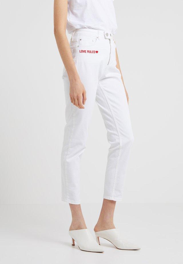 BILLIE GIRLFRIEND - Jeans slim fit - white rinse