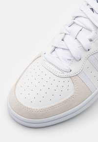 K-SWISS - WESTCOURT - Trainers - white - 5