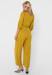 ONLY - 3/4-ÄRMEL - Jumpsuit - chai tea - 1