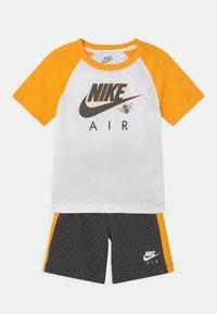 Nike Sportswear - SET - T-shirt med print - black - 0