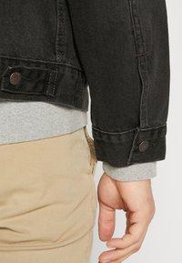 Levi's® - VINTAGE FIT TRUCKER UNISEX - Kurtka jeansowa - black - 3