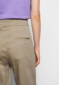 Mykke Hofmann - HERA COSA - Trousers - beige - 3