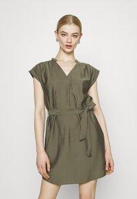 ONLY - ONLJOSEY V NECK DRESS - Vestido informal - kalamata - 0