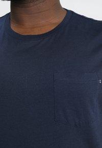 Jack & Jones - JJEPOCKET - Basic T-shirt - navy blazer - 4