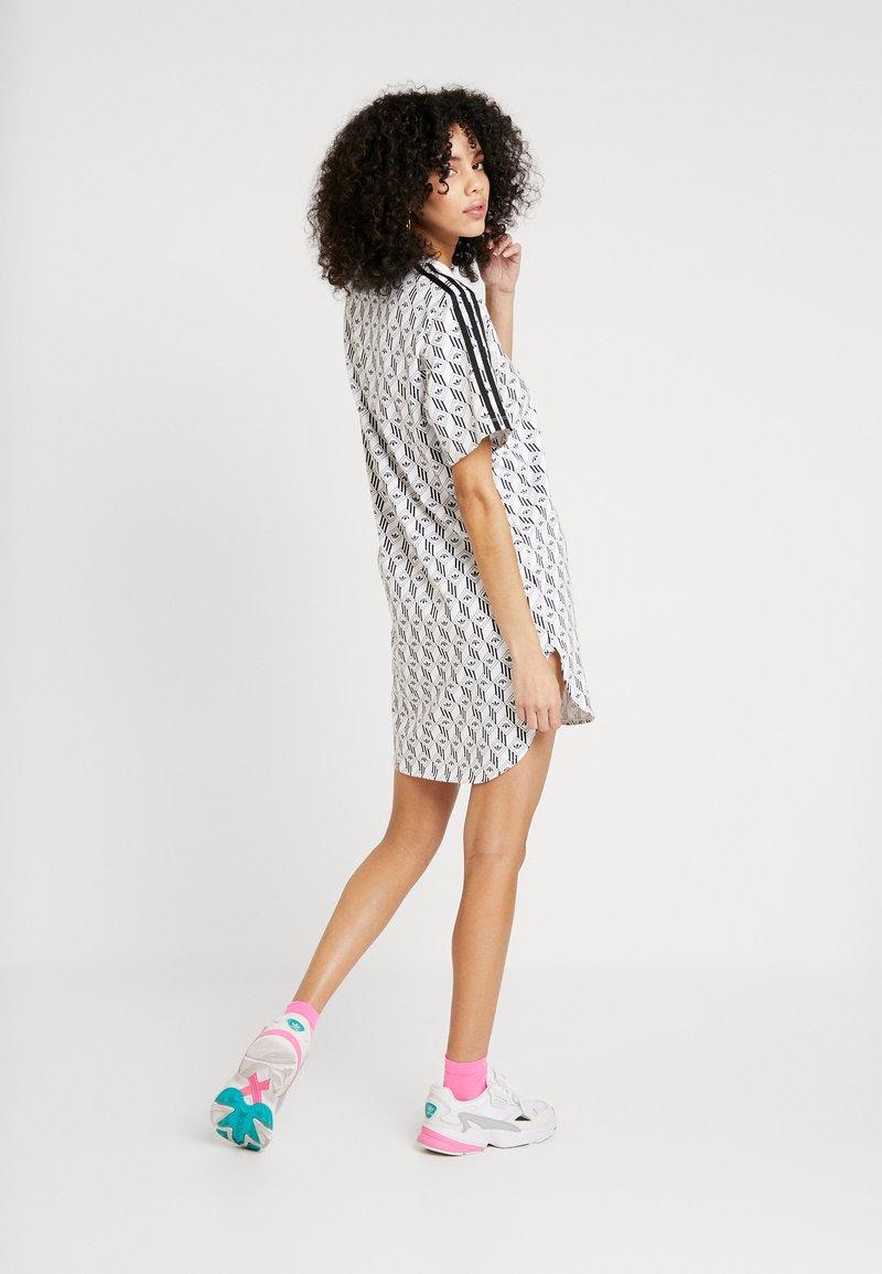 adidas Originals - GRAPHICS TREFOIL MONOGRAM TEE DRESS - Robe en jersey - white/black
