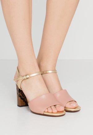Sandály na vysokém podpatku - nude/oro