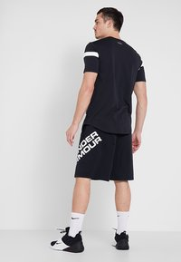 Under Armour - SPORTSTYLE WORDMARK LOGO - Sports shorts - black/white