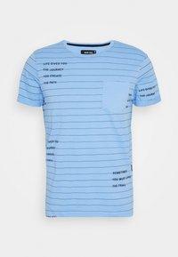 ECHOLS - T-shirt con stampa - alaska blue