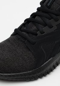 Reebok - FLEXAGON 3.0 - Obuwie treningowe - black - 5